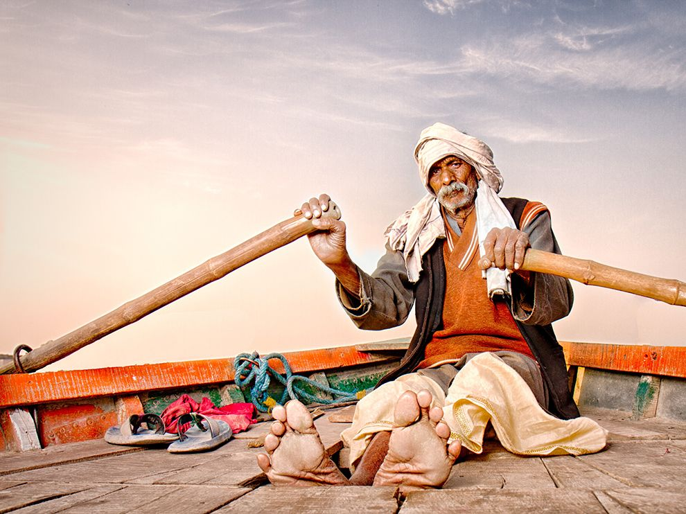 Picture of a man rowing a boat on the Yamuna River, Mathura, India